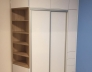 Vestavěná skříň Bílá Alpská W1100 ST30_Dub Sonoma 325 SWN_ úchytový profil stříbro